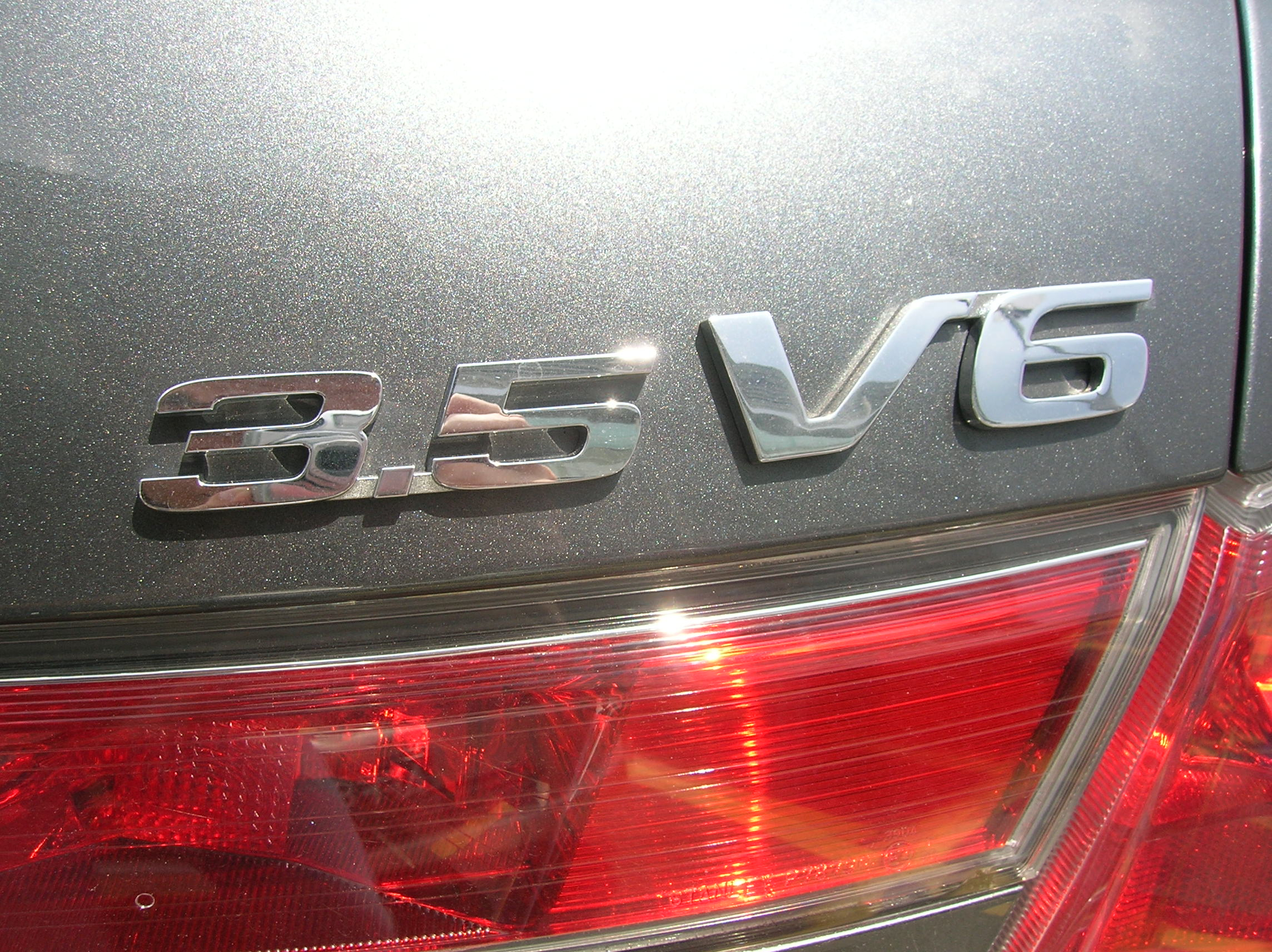 3.5-litre V6 engine comes with cylinder deactivation function, but with all cylinders firing, it's good for 275hp and 339Nm